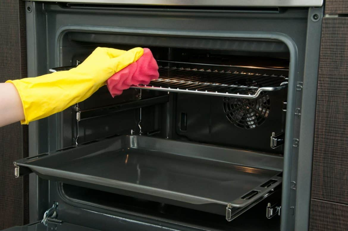 Deep Oven Cleaning With Baking Soda